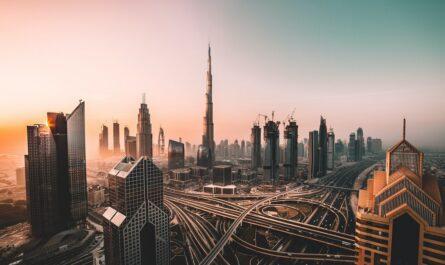 Mezi nejvyšší budovy světa patří Budrž Chalífa.