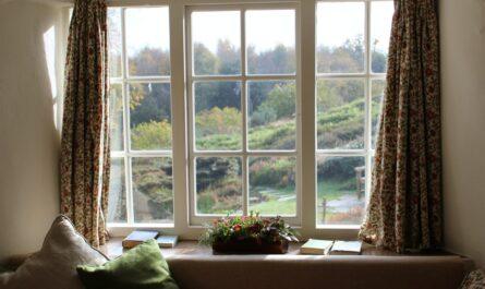 Stylová okna s krásným výhledem do krajiny.
