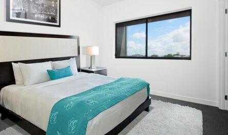 Takhle nějak vypadají moderní postele se vším všudy.