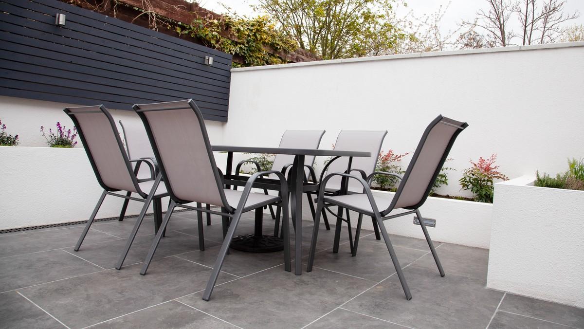 Hliníkový zahradní nábytek působí moderním dojmem.